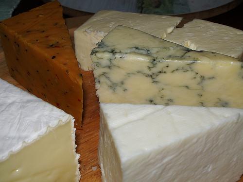 極上のチーズを食卓に並べます