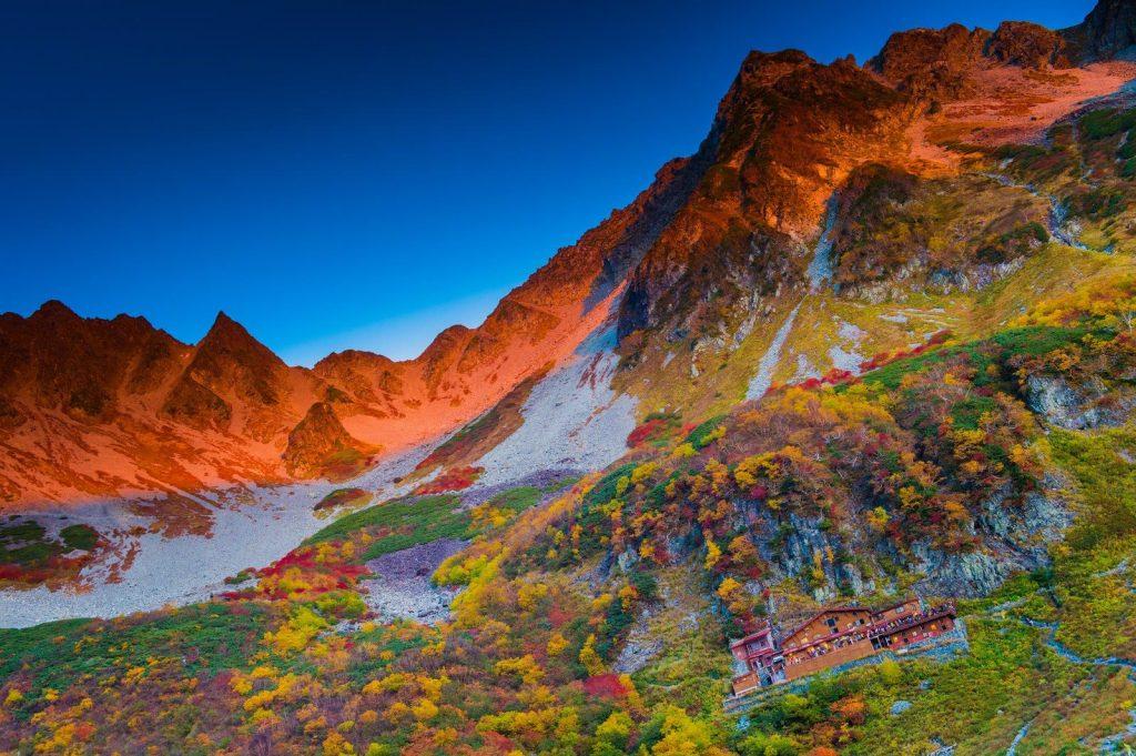 登山家で知らない人はいない紅葉シーズンの涸沢