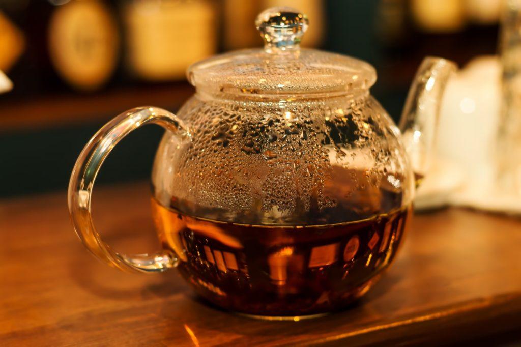 ふるさと納税でもらったガラス製品で淹れる紅茶もまた格別